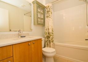 3259, Alder St, Victoria, Canada, 2 Bedrooms Bedrooms, ,2 BathroomsBathrooms,Condo,Sold,Alder St,1,1074